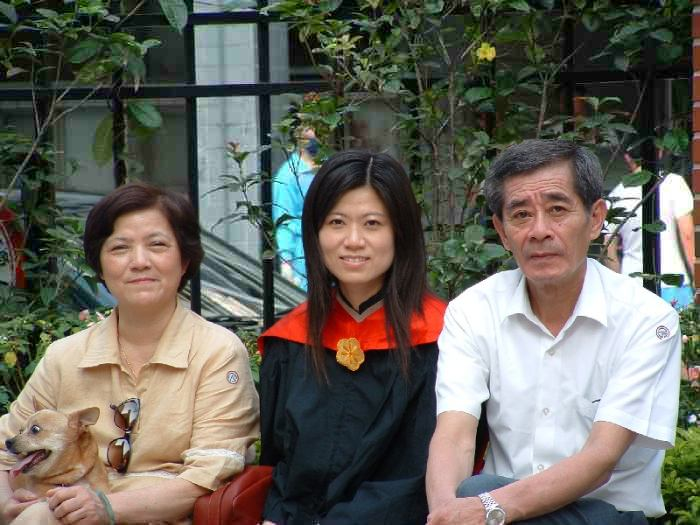 Yi Jen with Mother, Father, and dog