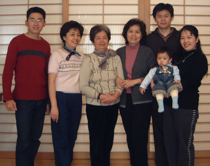 Fabian, Li shun, Mother, Ai Yueh, In Kai, and May Ling holding Hong Shin